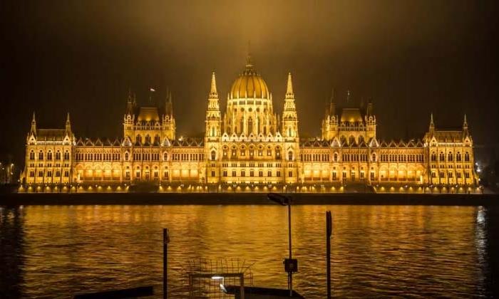 Nočná prechádzka európskymi metropolami-candyman.sk (1)