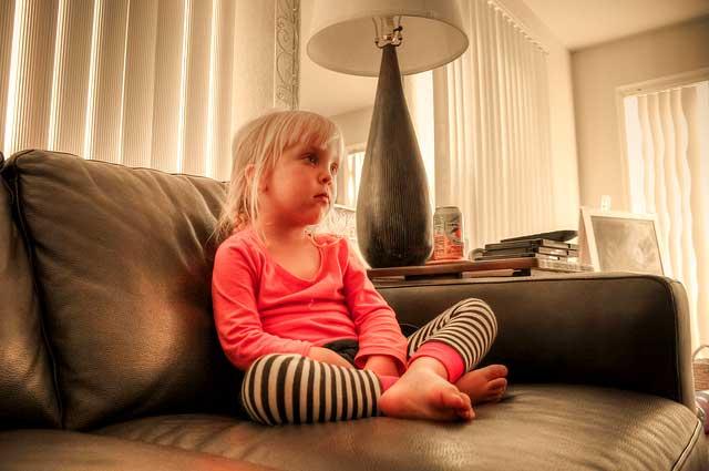 Rodičovstvo-a-výchova-detí,-5-rád-ako-ísť-na-to-správne-candyman.sk pozeranie deti TV